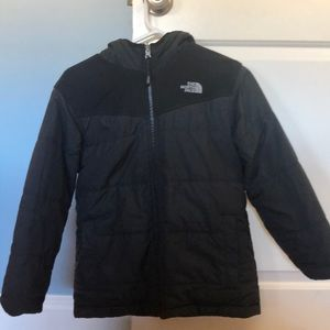 Boys North face reversible jacket-size med